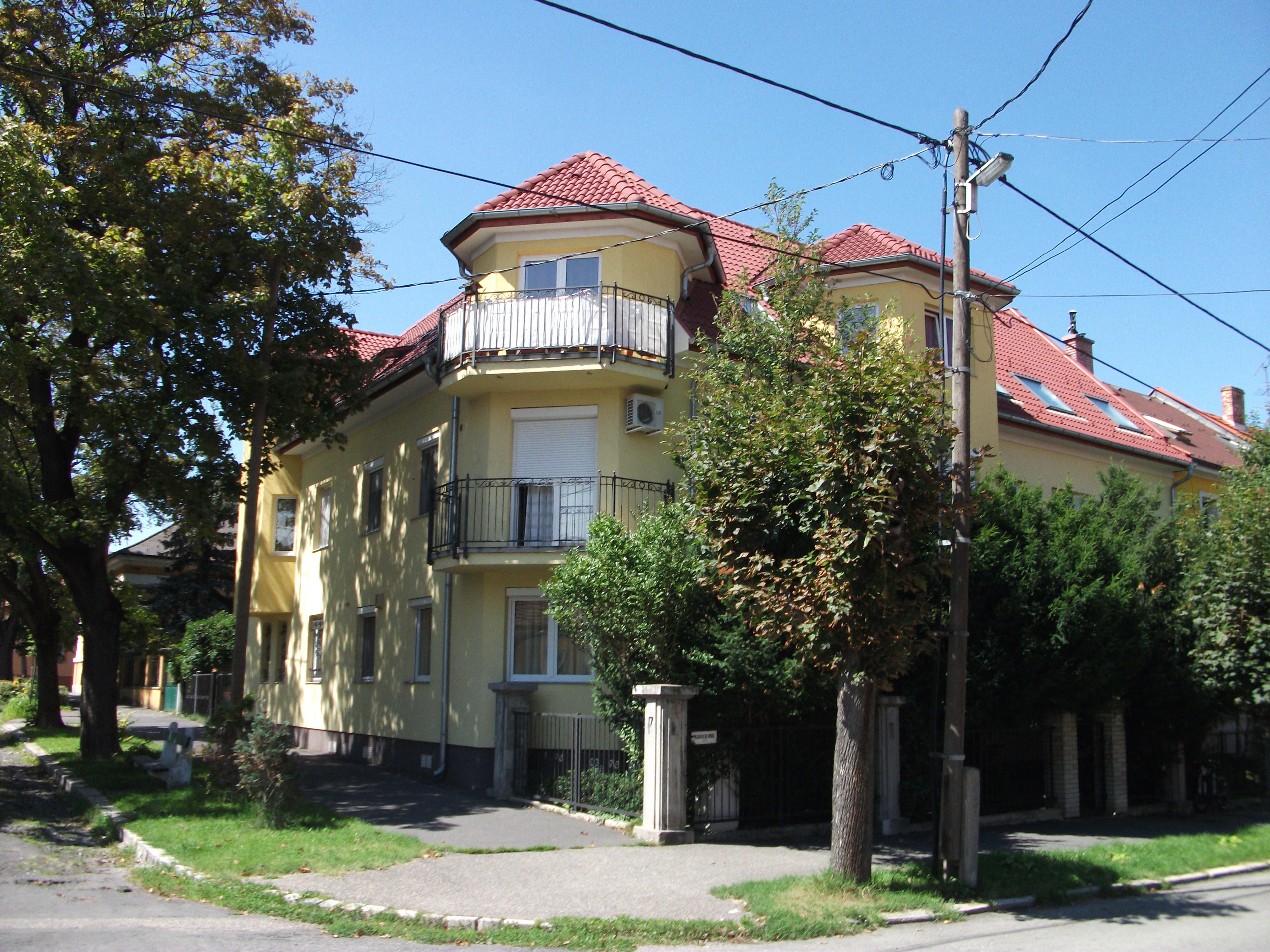 Madách utca 7 lakásos társasház